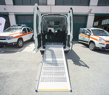 Allestimento automezzi<br/> trasporto disabili